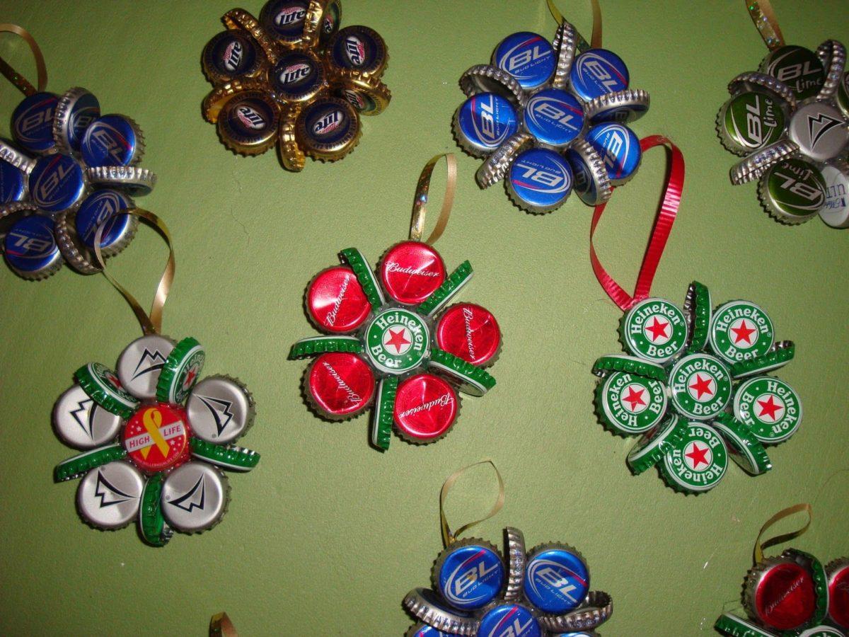 decorazioni-natalizie-ecologiche-tappi-metallo