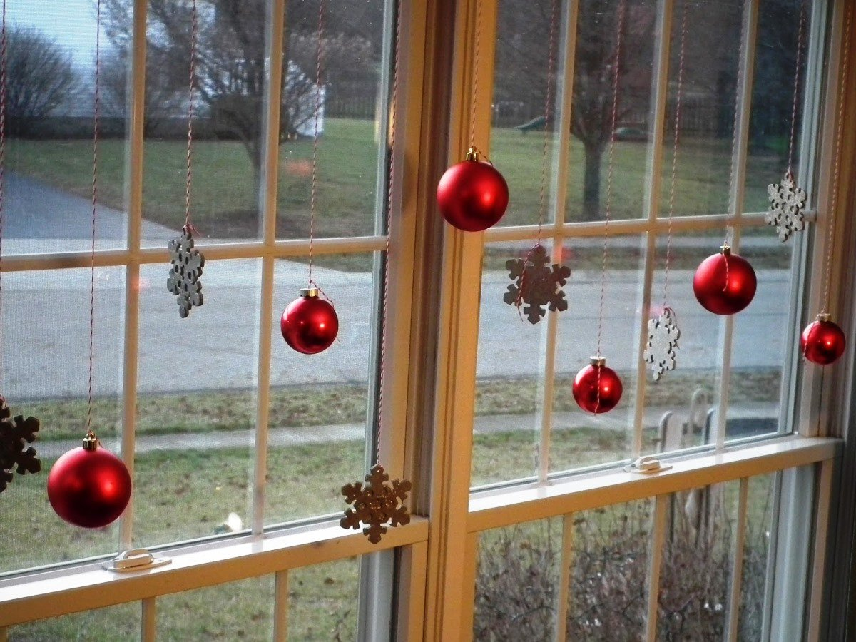 decorazioni-natalizie-finestre-palline