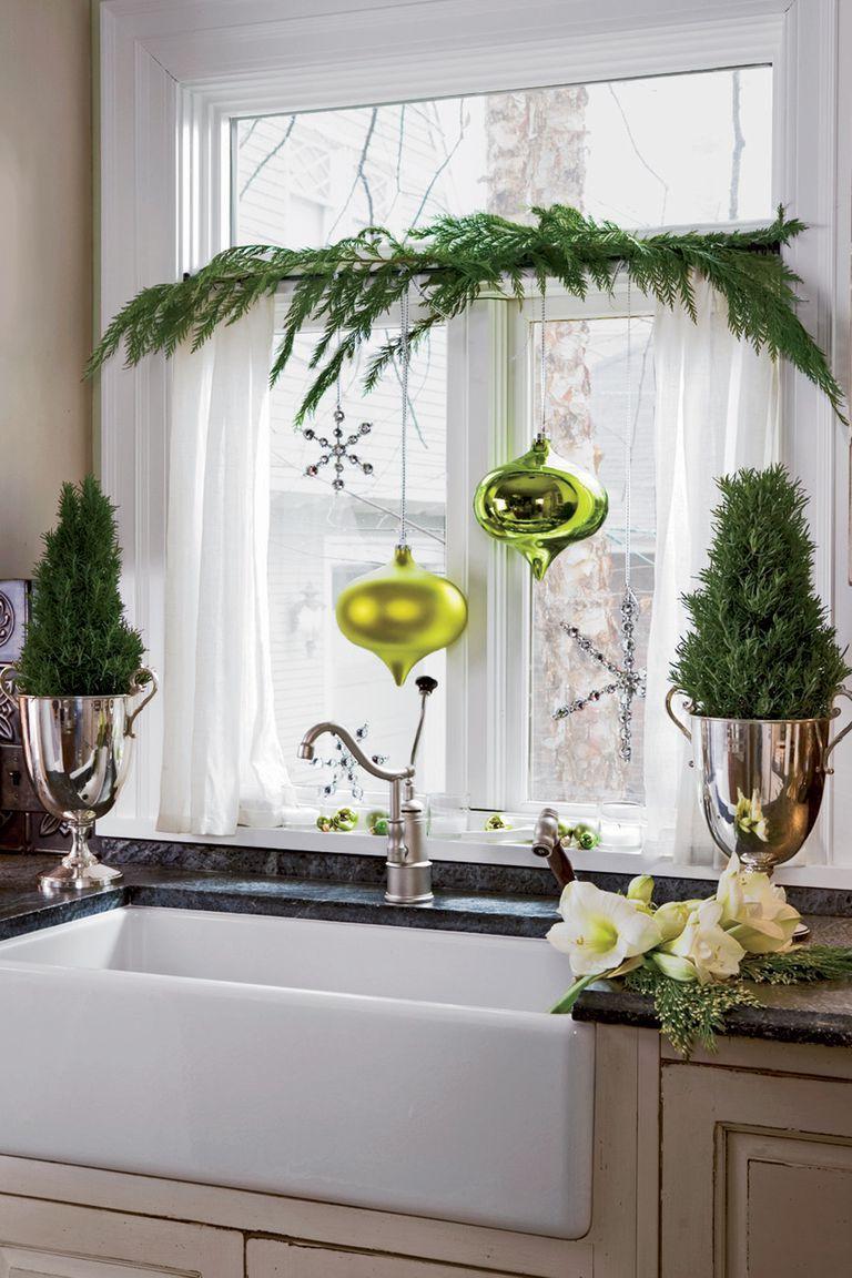 decorazioni-natalizie-finestre-pini