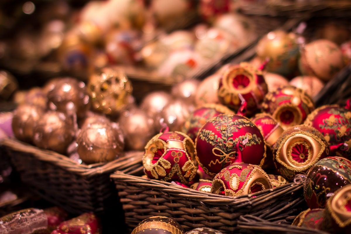 decorazioni-natalizie-tirolesi-paline-dorate