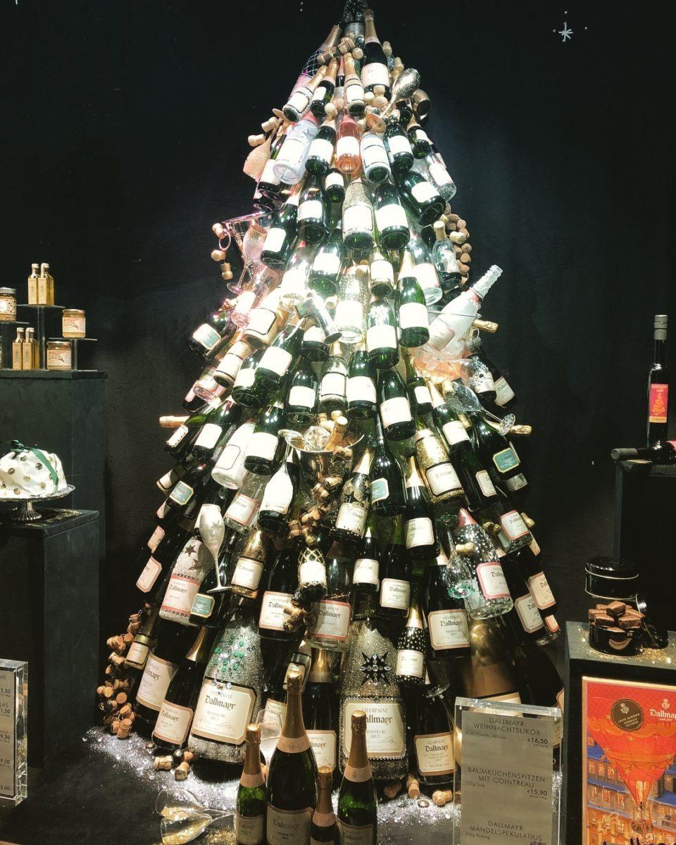 albero-natale-grande-particolare-bottiglie-vetro