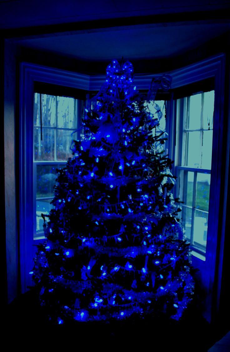 albero-natale-scandinavo-illuminazione-blu