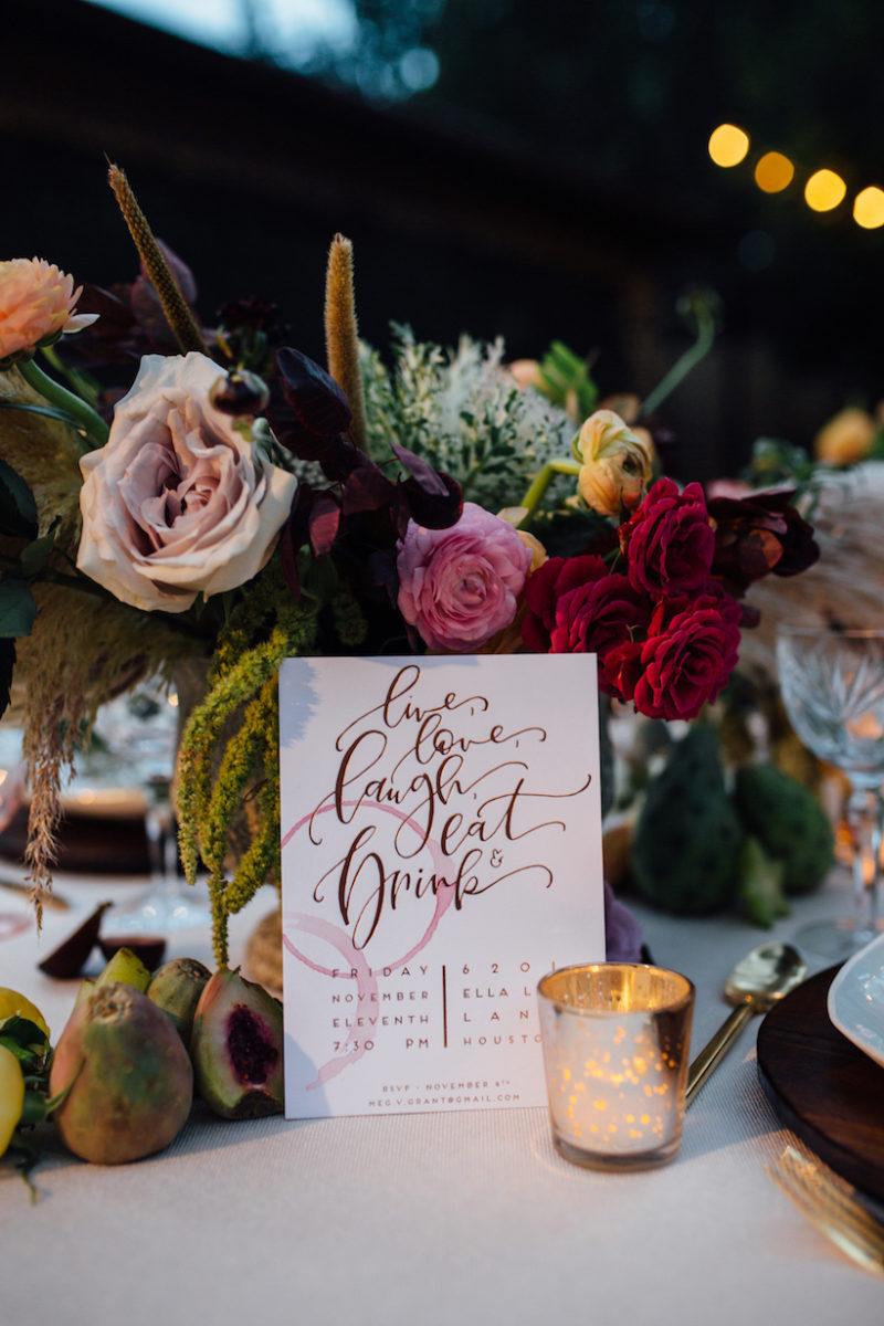 apparecchiare-tavola-stile bohemien-fiori