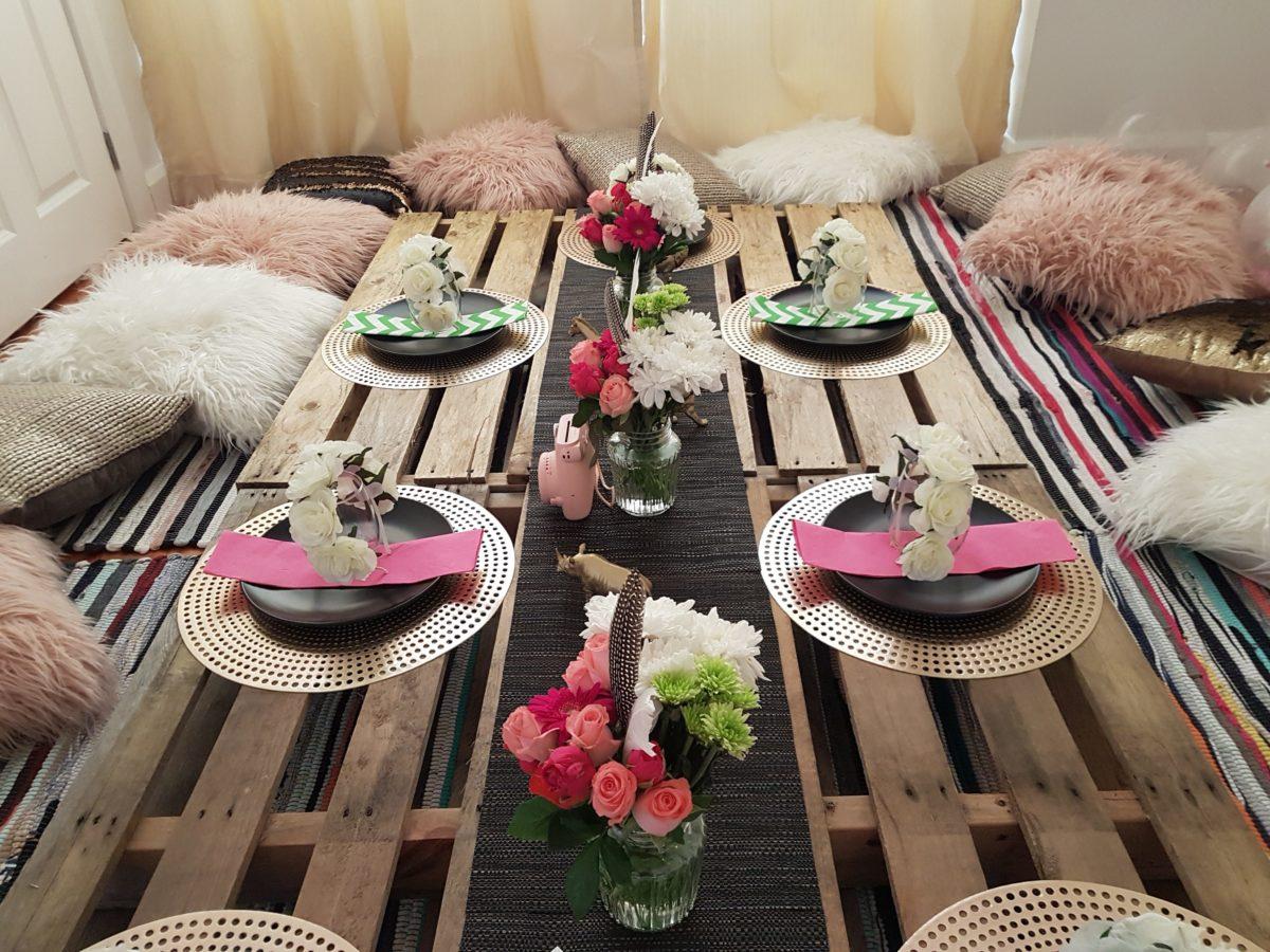apparecchiare-tavola-stile bohemien-tavolo