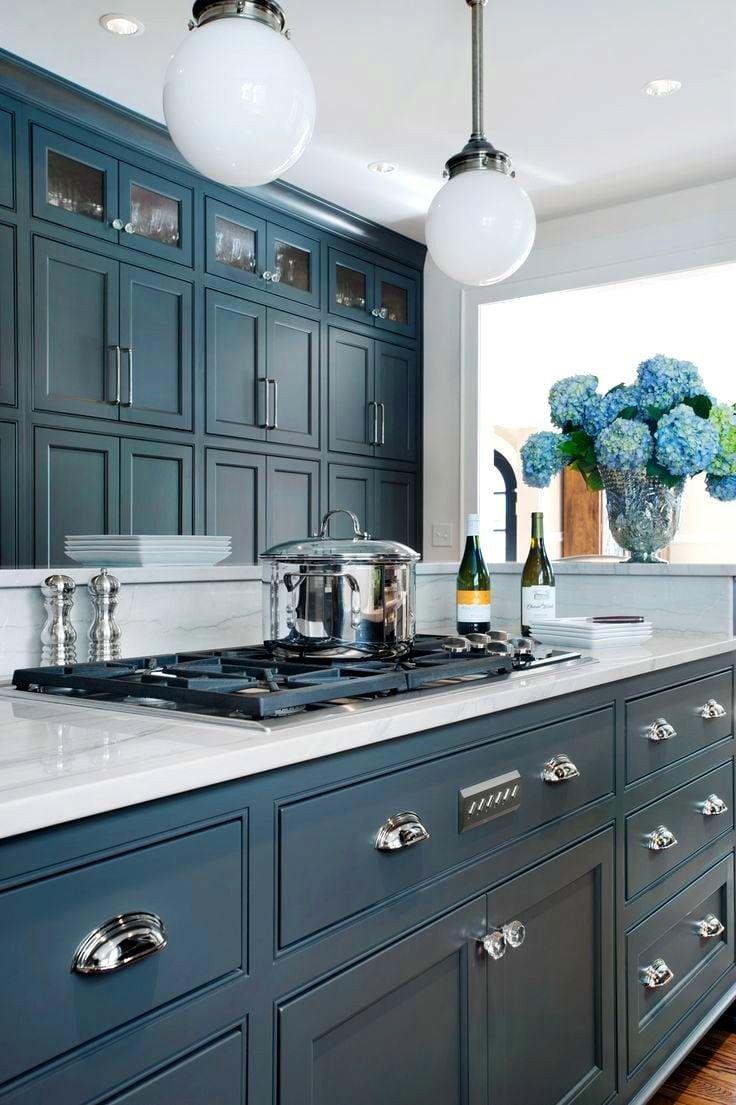blu-acciaio-cucina-legno