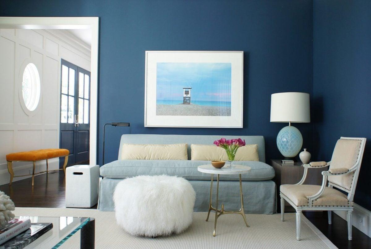blu-acciaio-soggiorno-luminoso