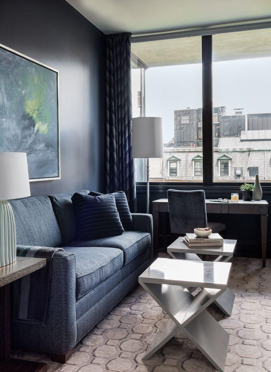 blu-acciaio-soggiorno-moderno