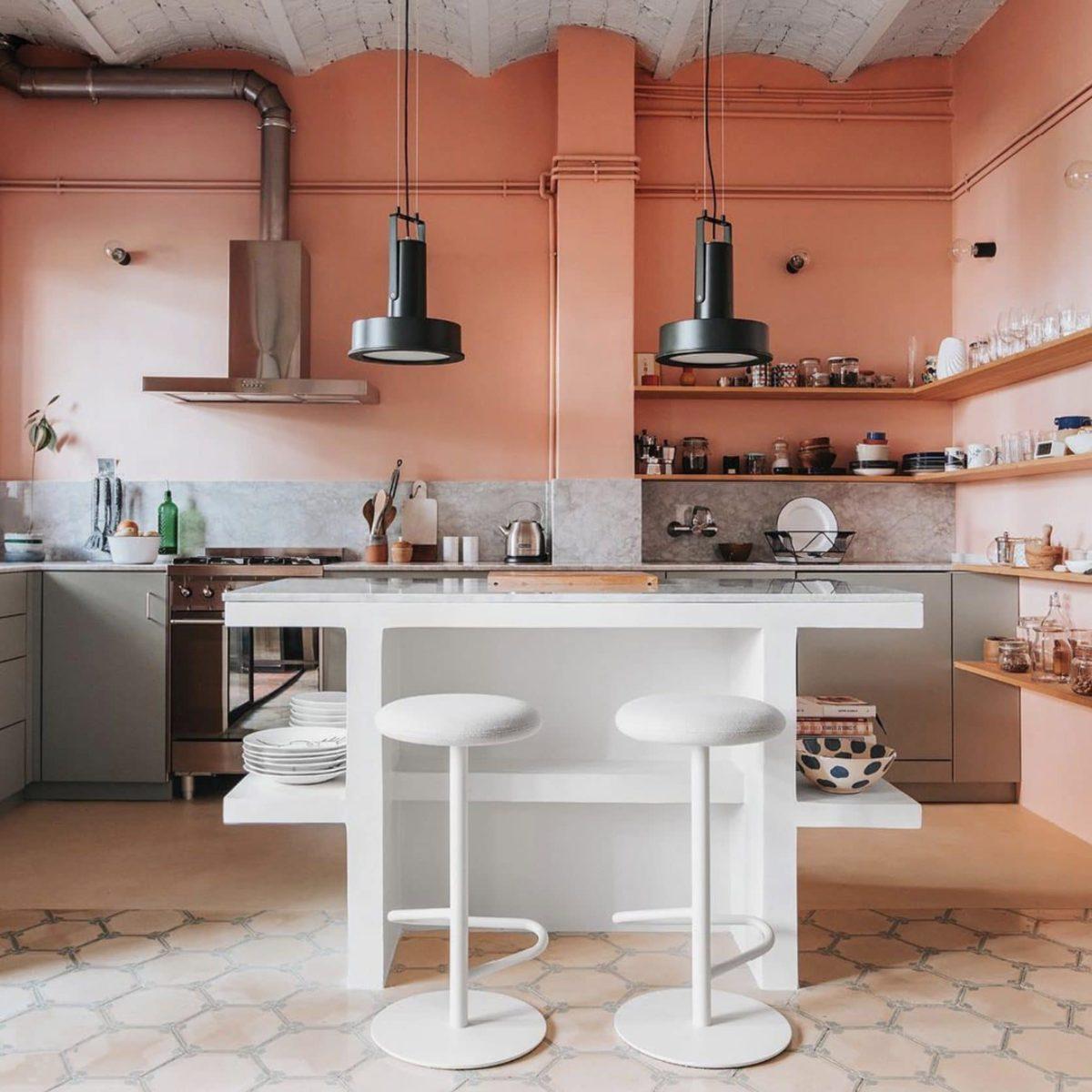 cucina-color-aragosta-moderna