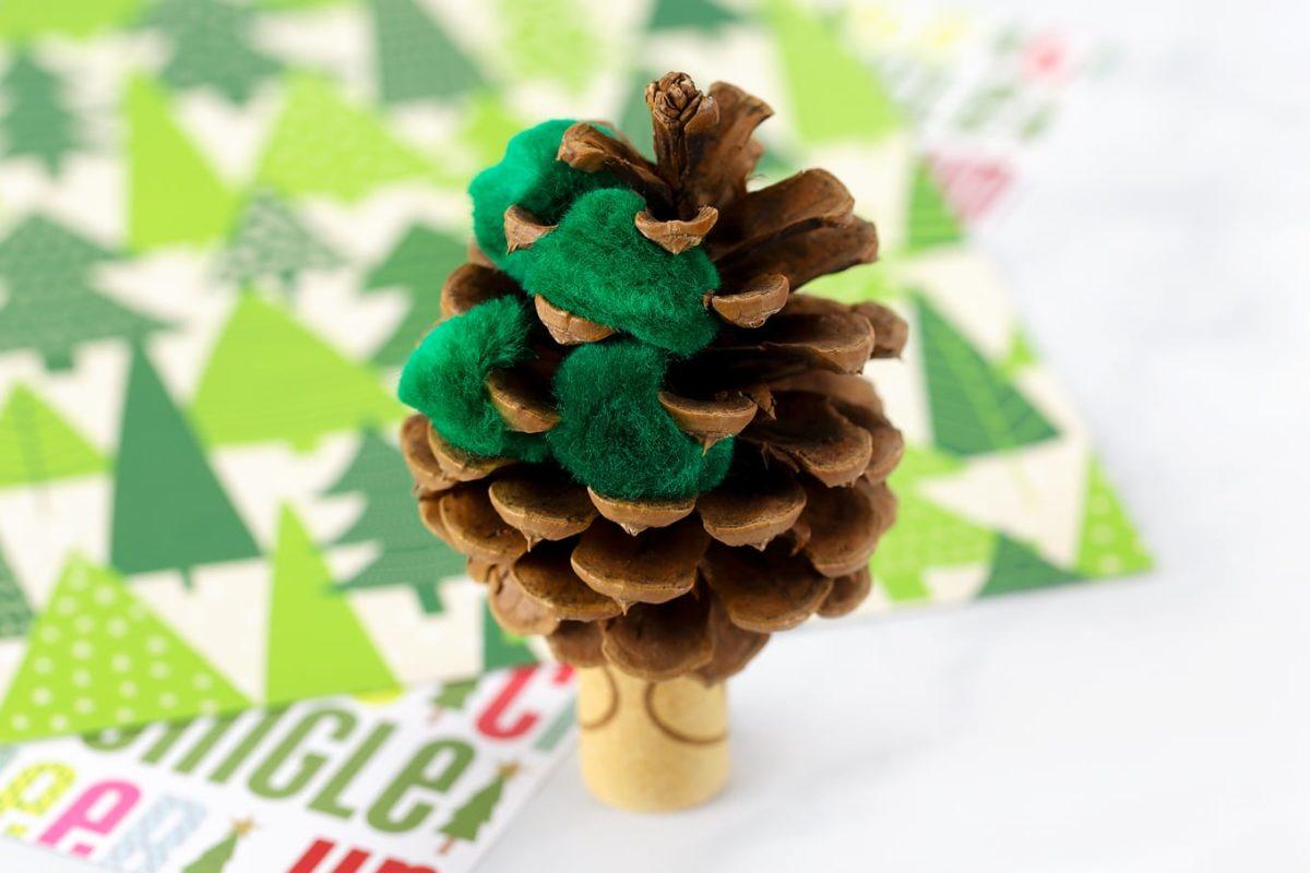 decorazioni-natalizie-tappi-sughero-pigna