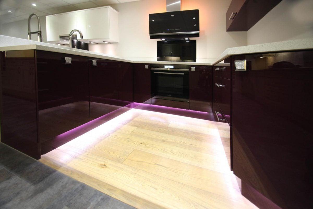 color-melanzana-cucina-mobili-lucidi