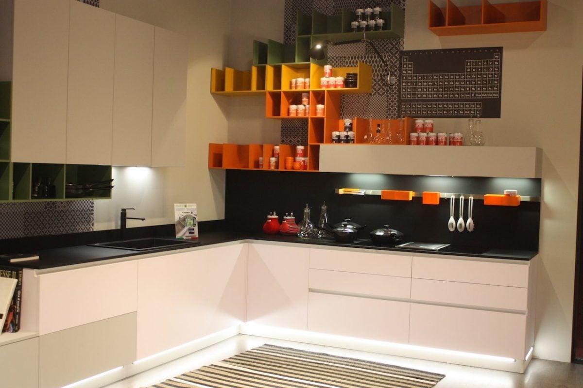 cucina-arancione-anni70