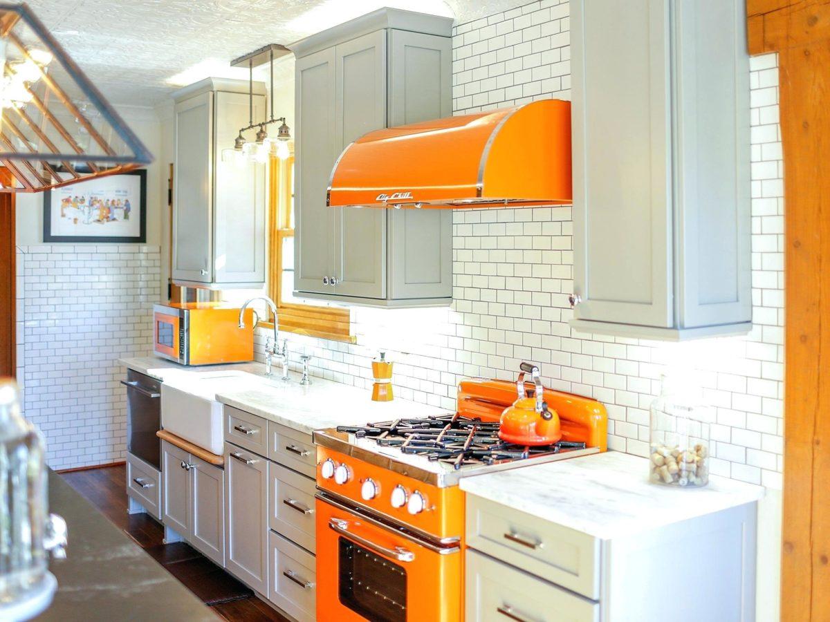 cucina-arancione-cappa