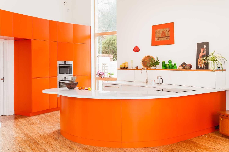 cucina-arancione-circolare