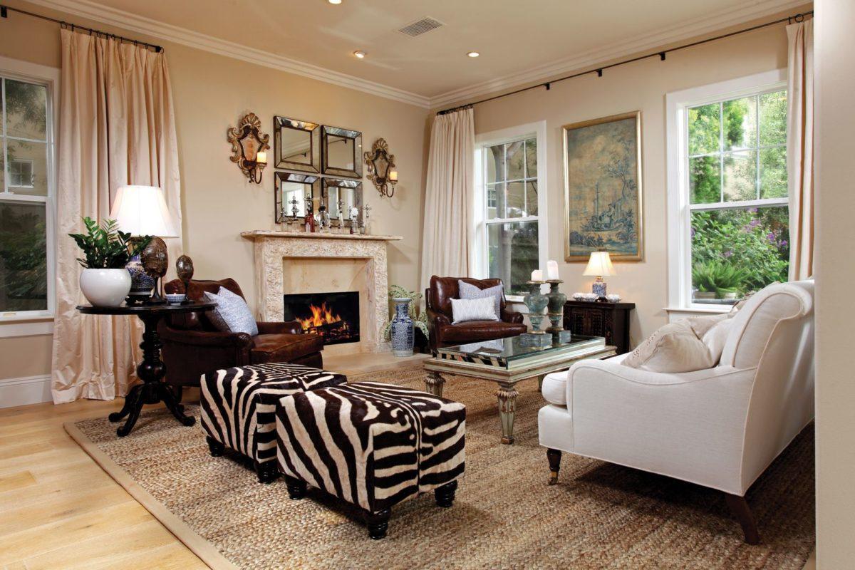 divano-maculato-poggiapiedi