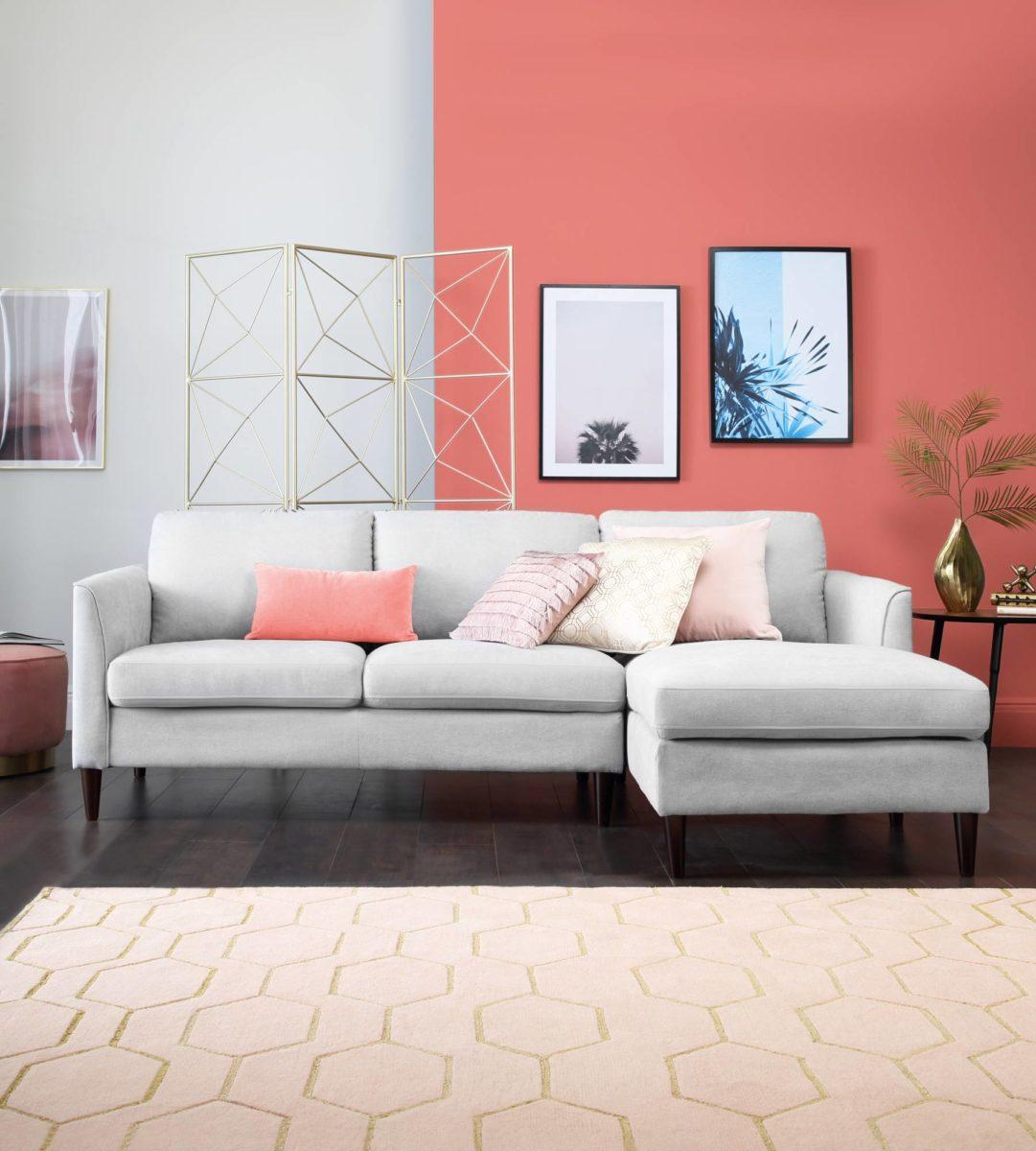 soggiorno-color-corallo-bianco