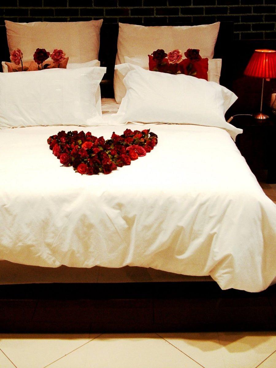 abbellire-casa-sanvalentino-letto-petali