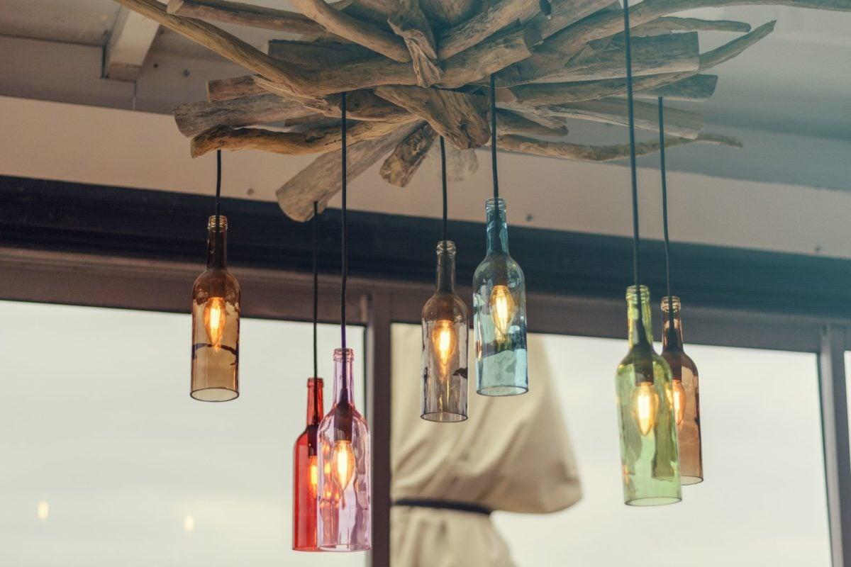 riciclare-bottiglie-vetro-lampadario