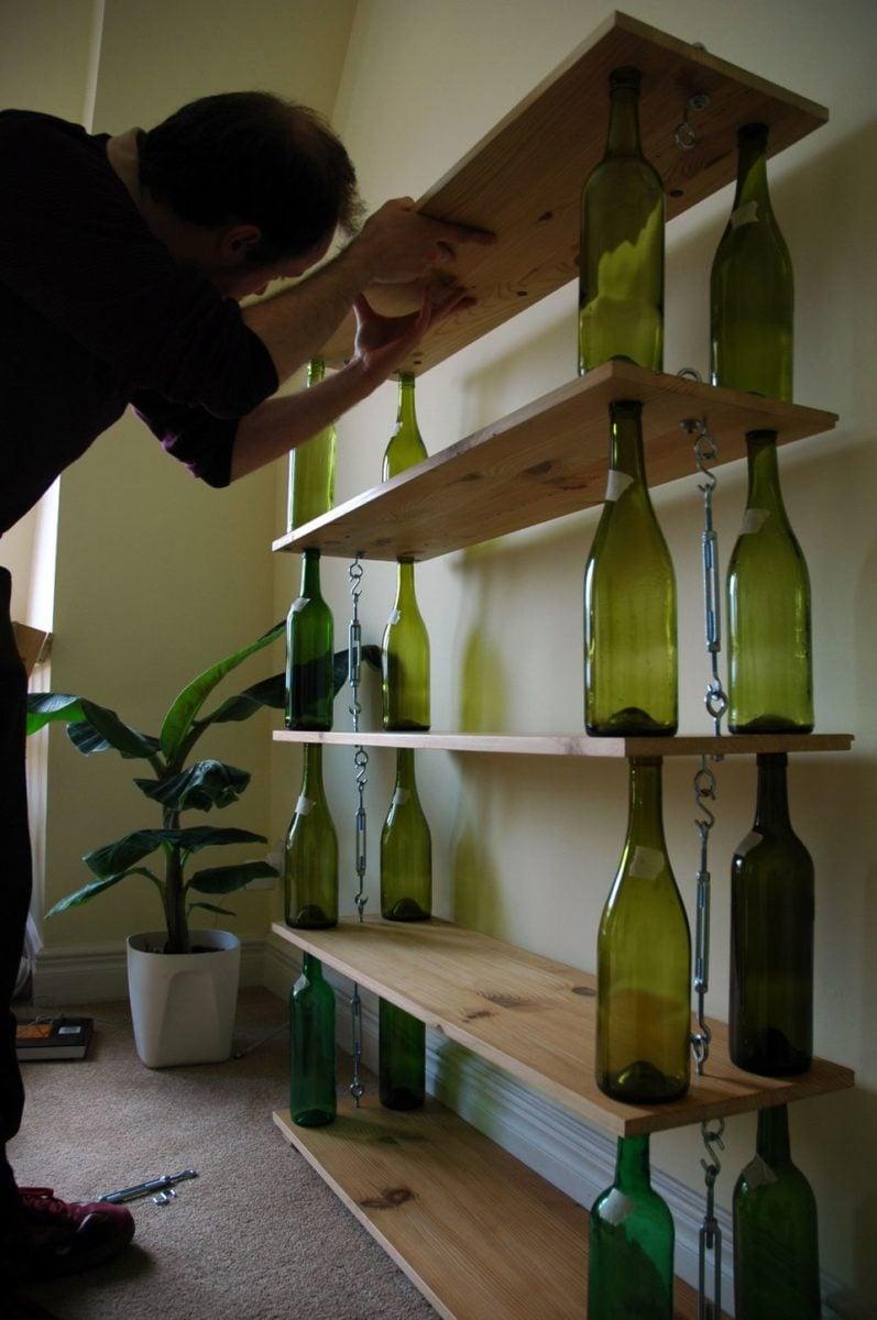 riciclare-bottiglie-vetro-mensola