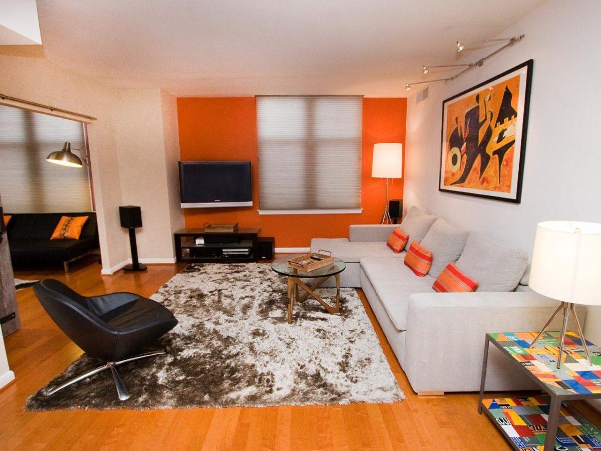 soggiorno-arancione-tappeto