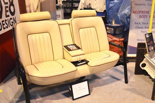 divano-sedile-auto-giallo