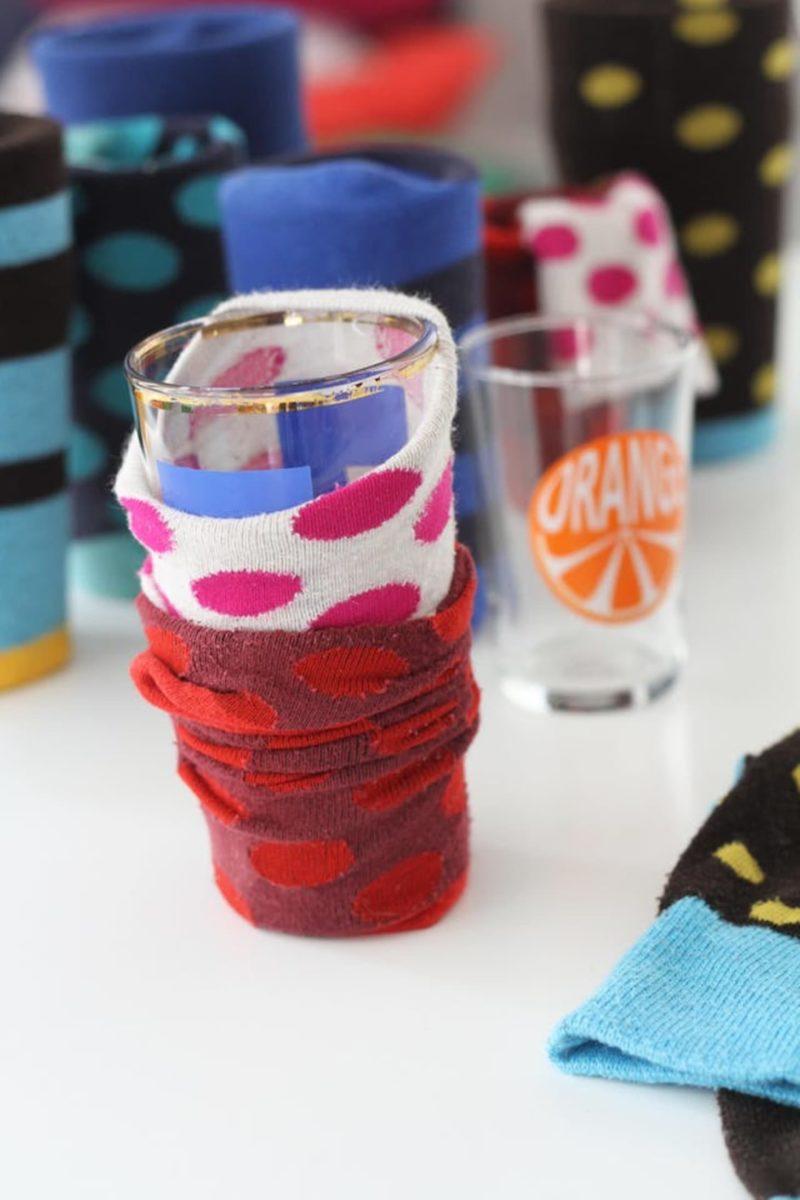 riciclare-vecchie-calze-salva-bicchiere