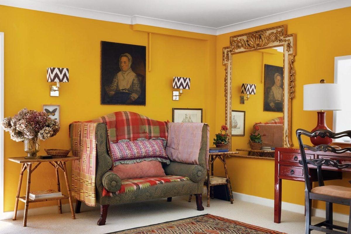 soggiorno-giallo-senape-eccentrico