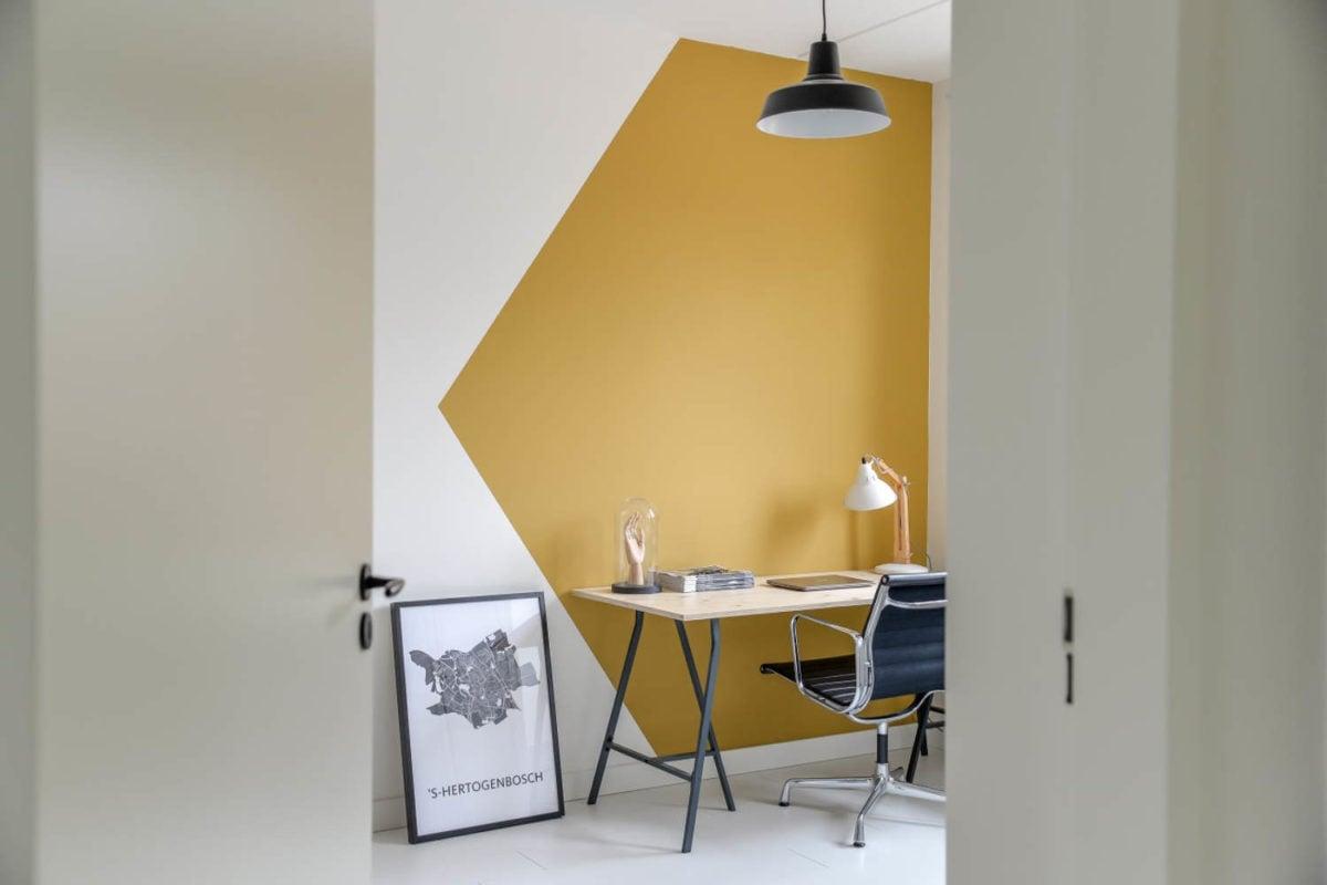 soggiorno-giallo-senape-zona-studio