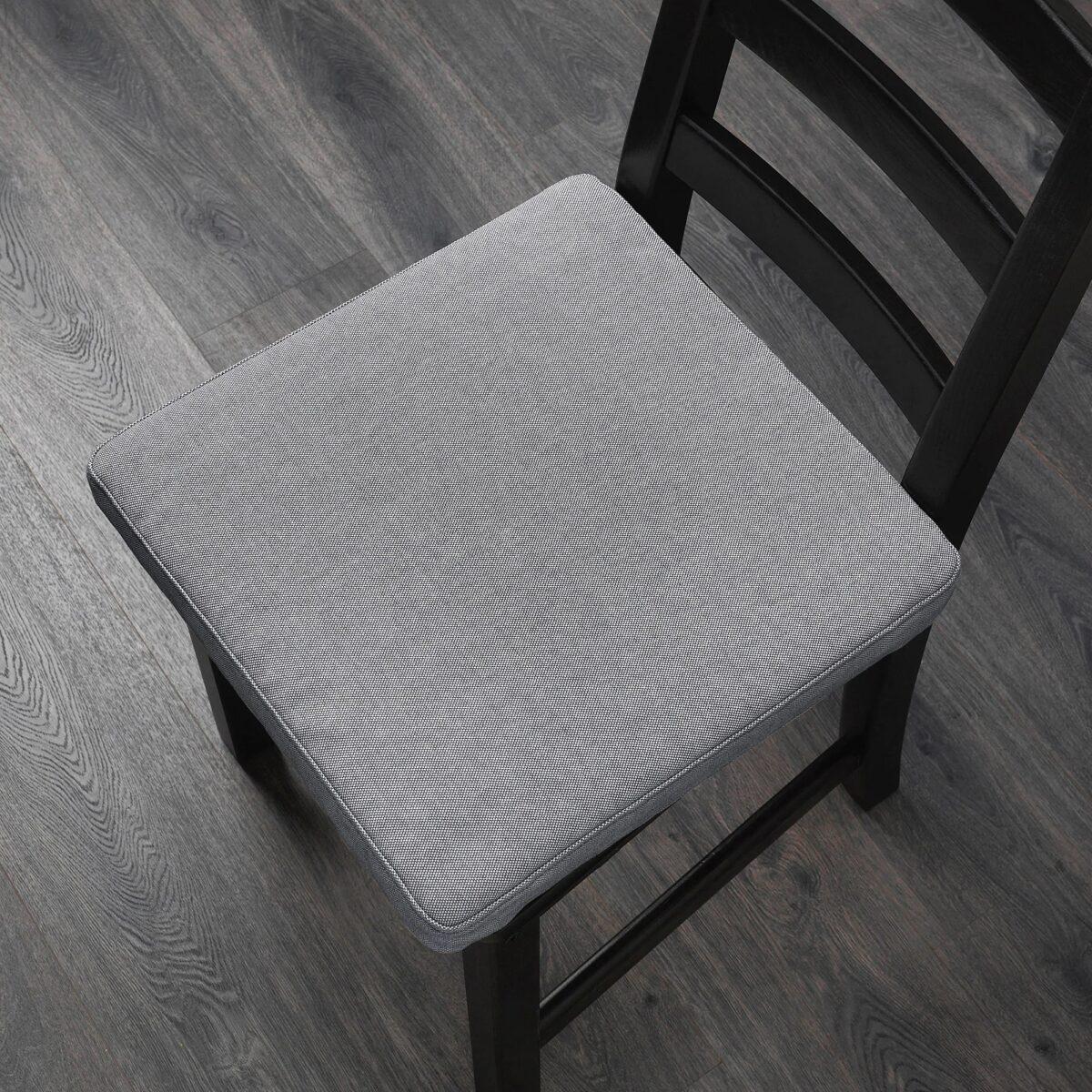 Cuscino per sedia fai da te: un tocco di calore in casa
