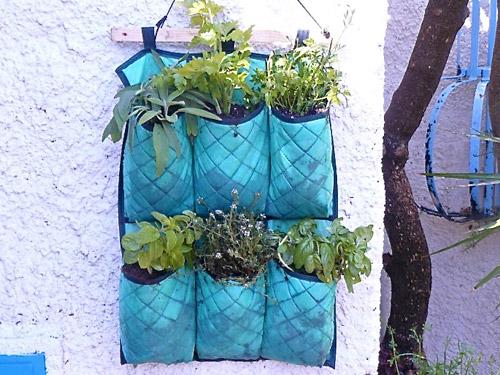 10-idee-creative-per-un-orto-domestico-sul-terrazzo-stoffe