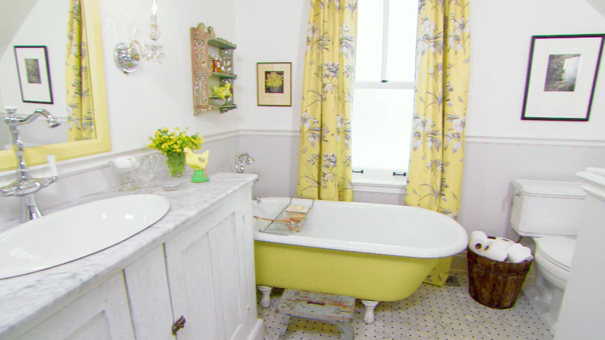 Sarah Richardson remodels and decorates an old farm house room by room.
