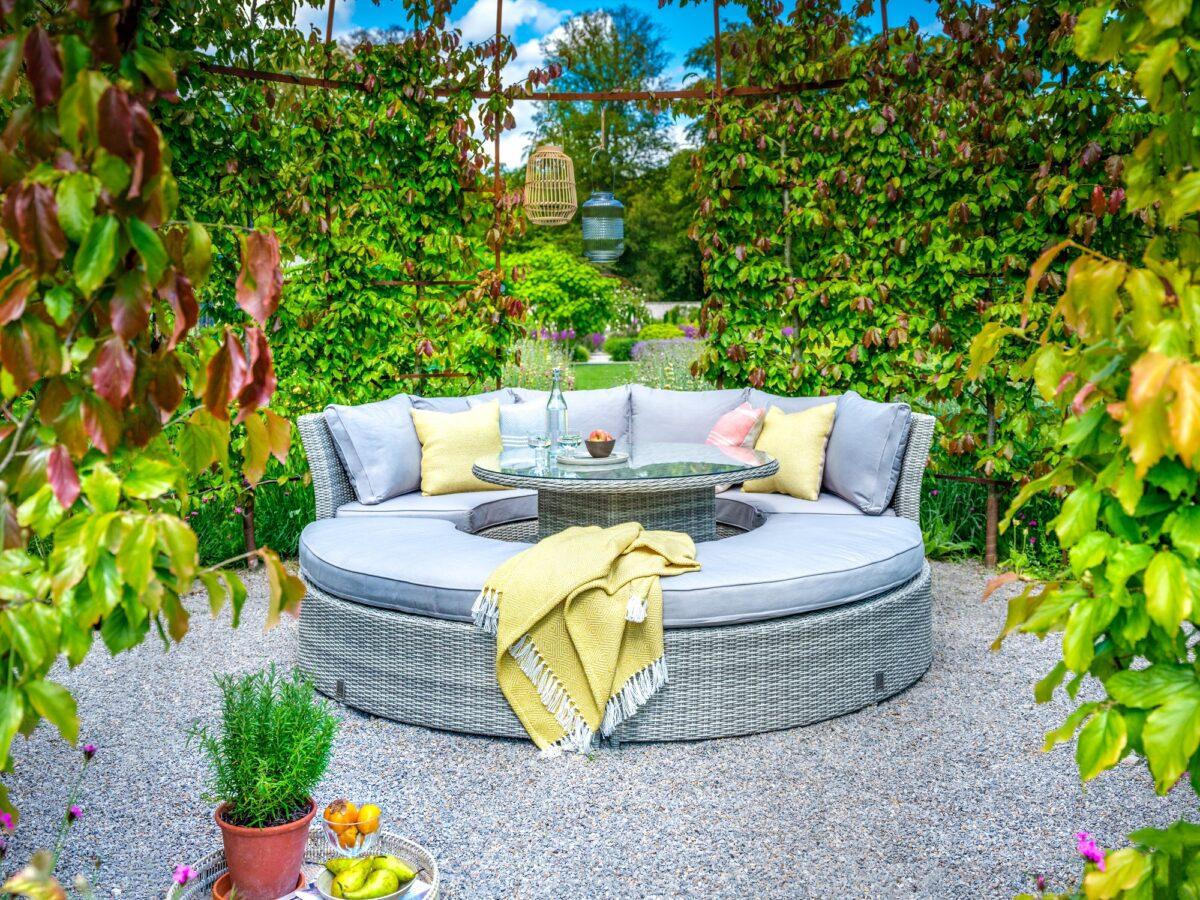 5-idee-per-dormire-in-giardino-09