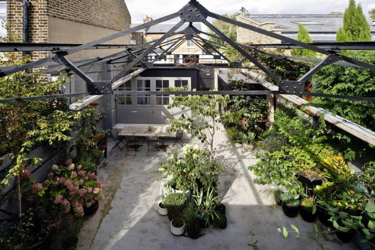 arredare-giardino-stile-industriale-13