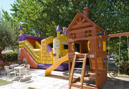 creare-parco-giochi-giardinoplasticagonfiabili