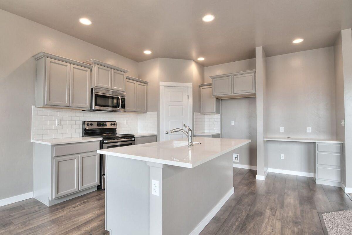 cucina-bianco-brillante-grigio