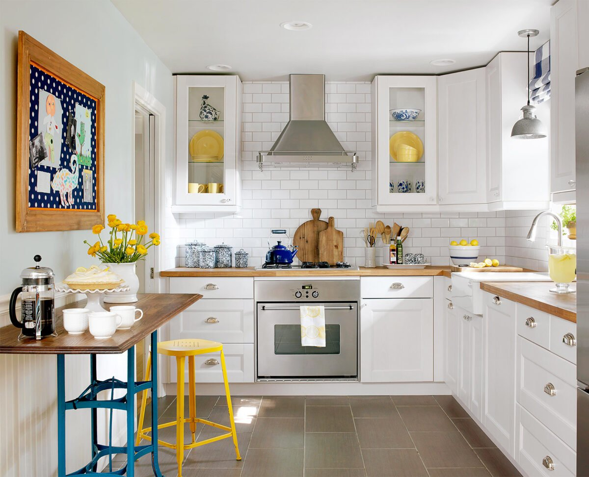 cucina-piccola-giallo-blu-bianco