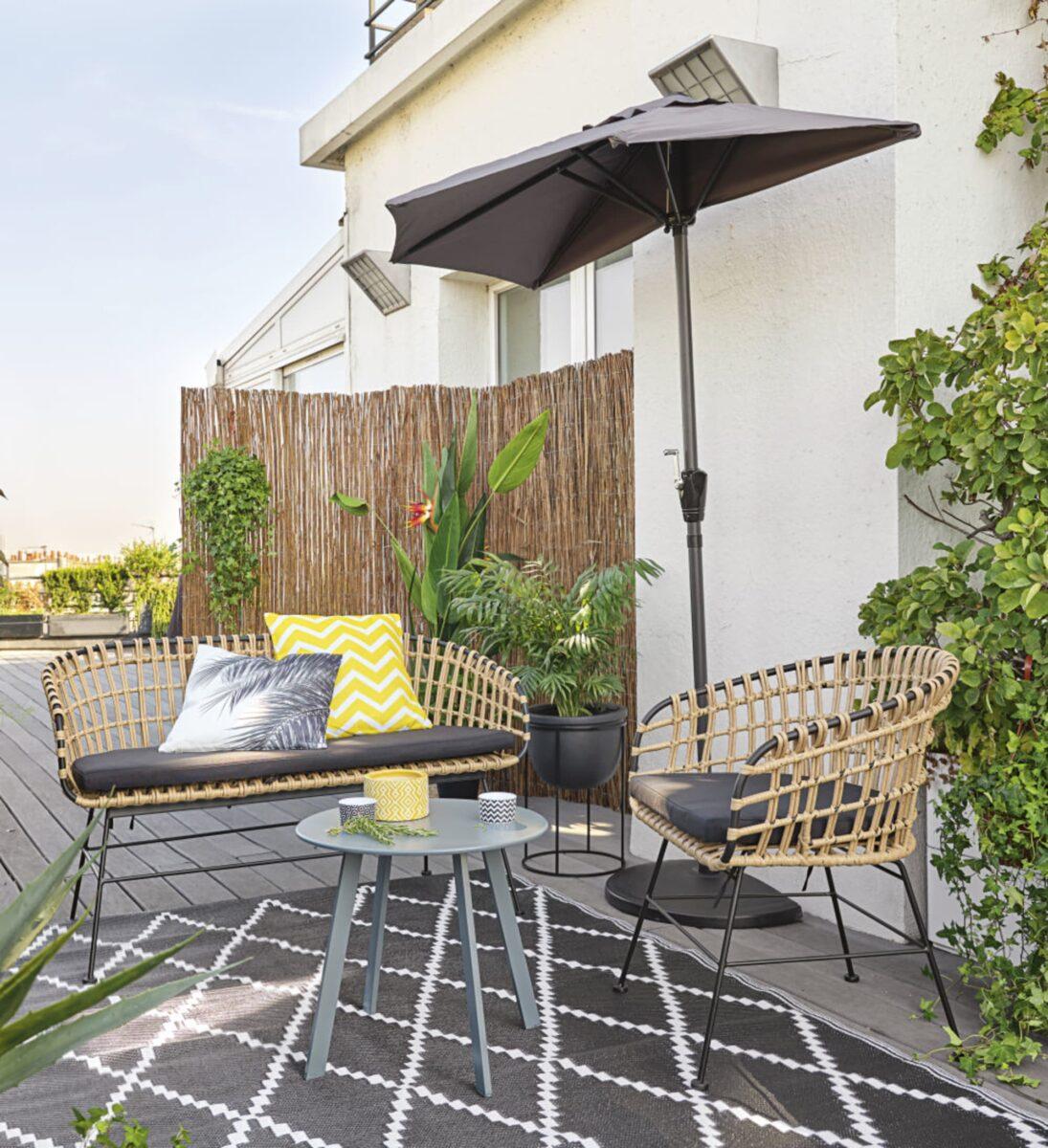 maisons-du-monde-estate-2020-poltrona-da-giardino-in-resina-effetto-rattan-e-tela-nera