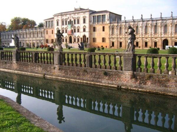 10-ville-palladiane-piu-belle-del-veneto-Villa-Contarini-600×450