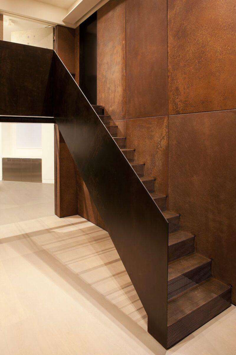 Boiserie-contemporanee-5-modi-chic-e-3-consigli-per-rivestire-pareti-e-soffitti05