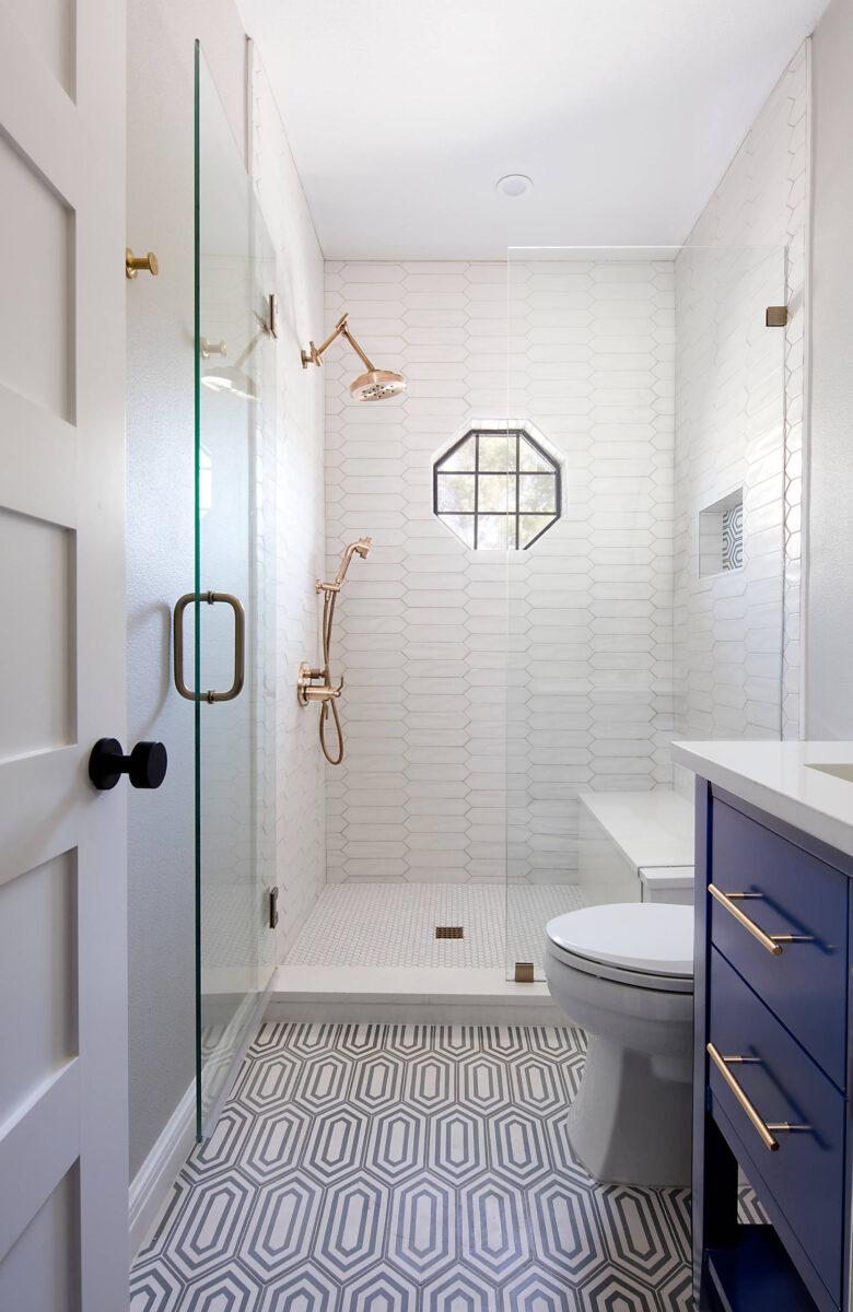Idee-e-consigli-per-ristrutturare-un-bagno-quadrato09