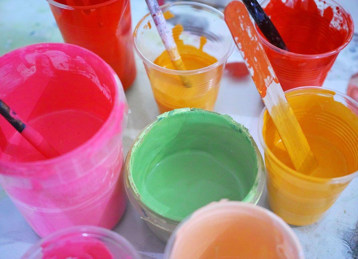 riciclare-bicchieri-plastica-colori