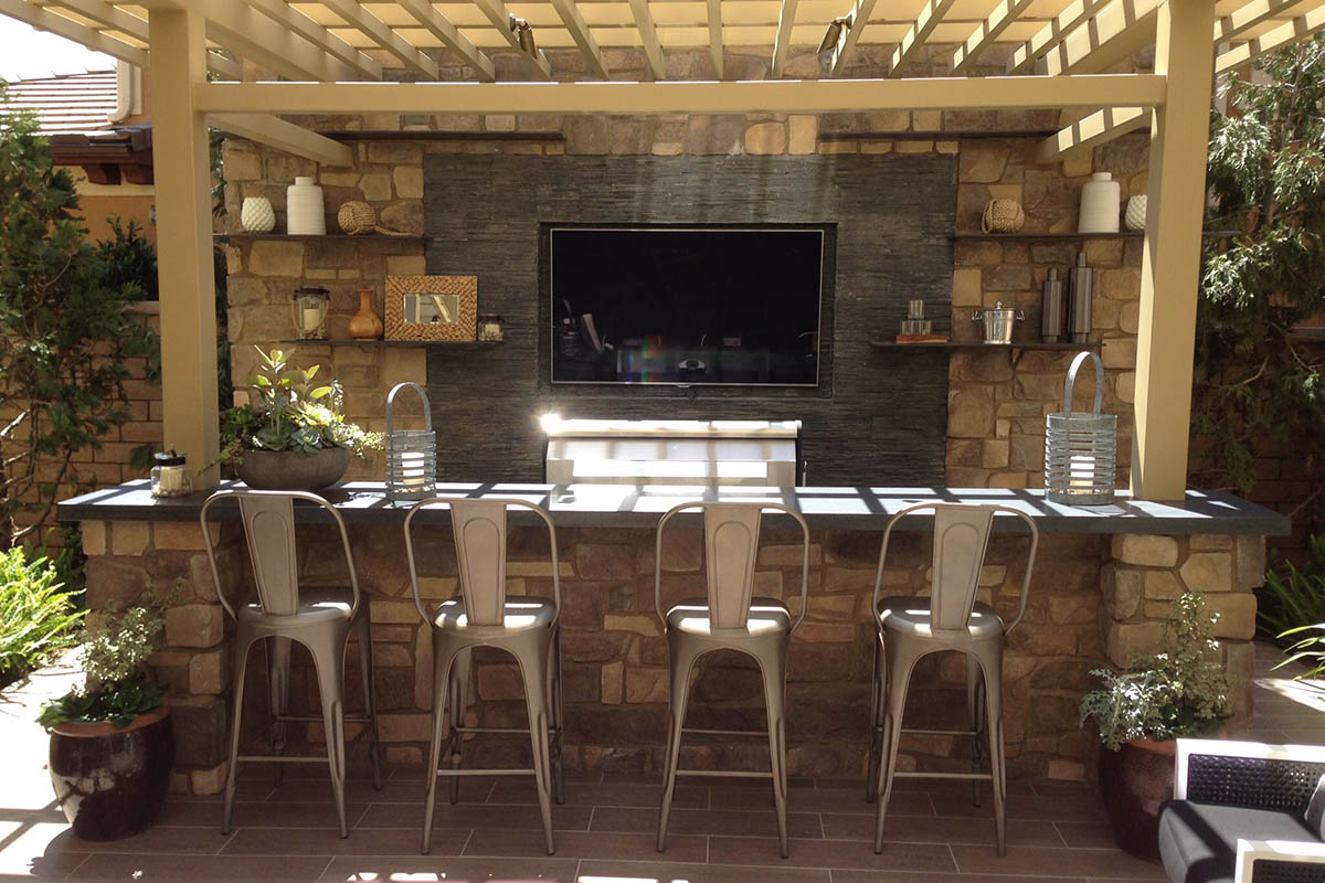 Come-e-dove-appendere-la-tv-in-cucina 1