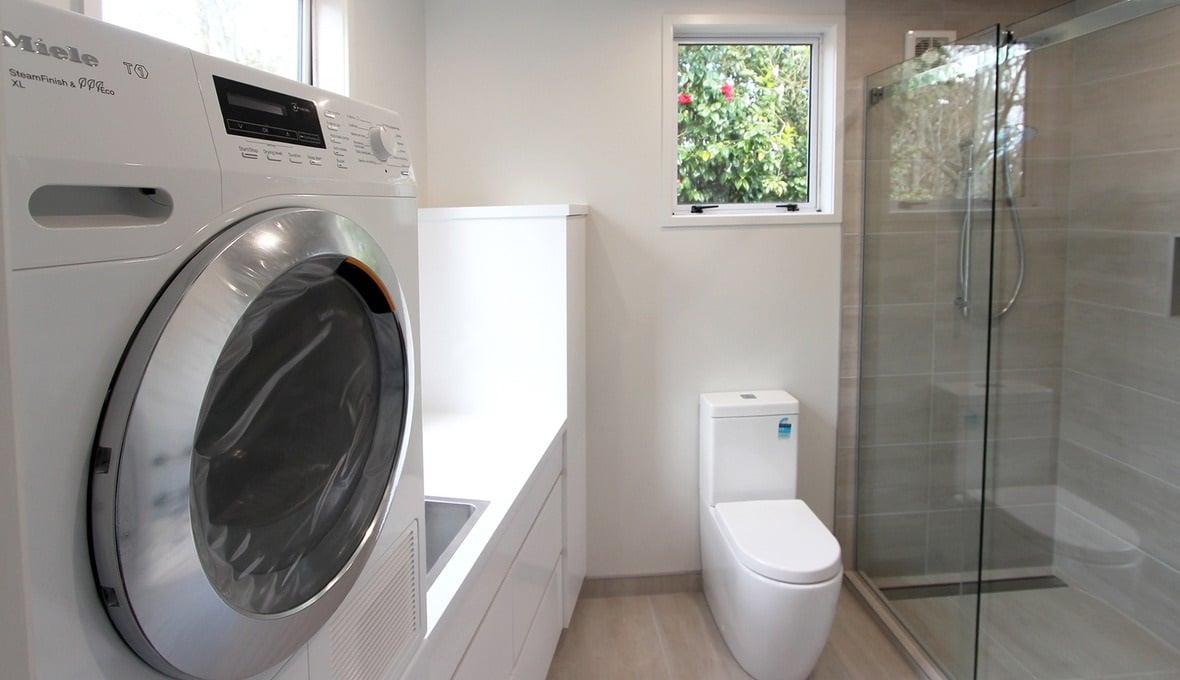 dove-mettere-la-lavatrice-in-un-bagno-rettangolare-3