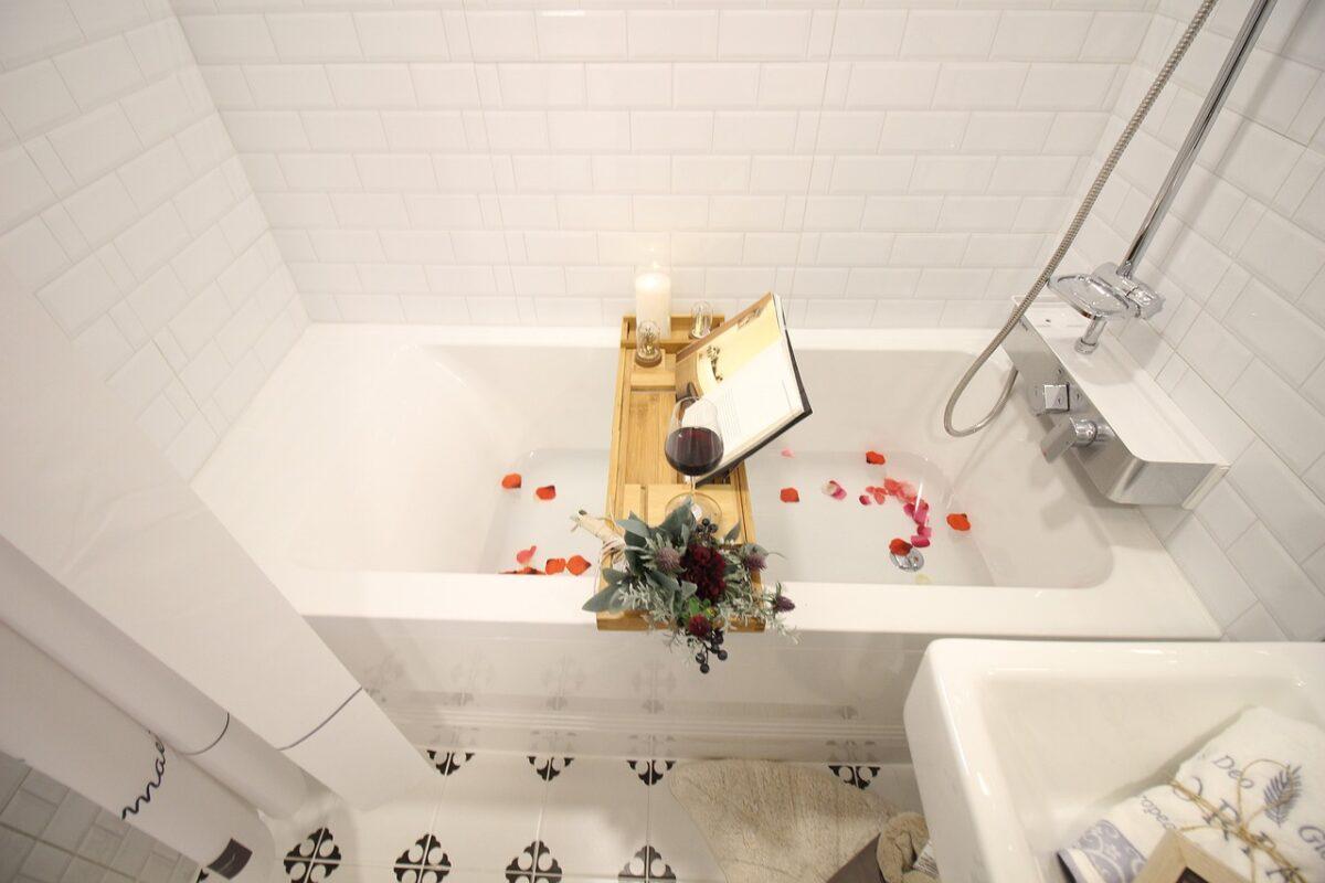 bagno-moderno-rivestimento