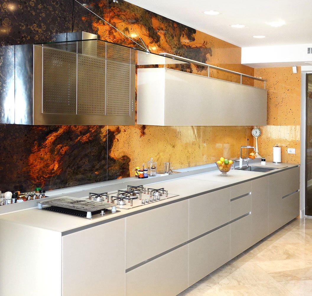 I-migliori-materiali-per-la-parete-antischizzo-in-cucina-2301