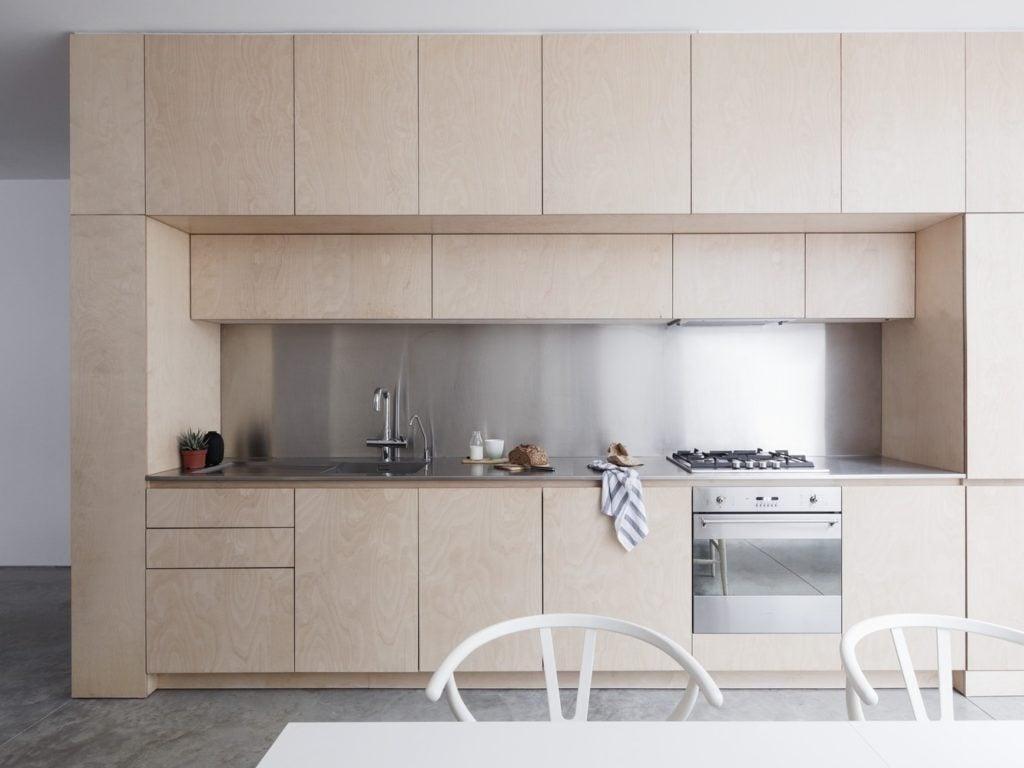 I-migliori-materiali-per-la-parete-antischizzo-in-cucina-2314