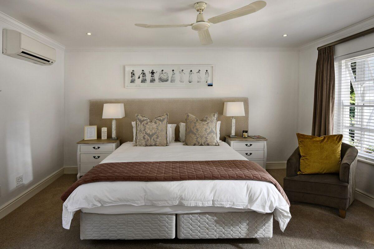 Camera da letto pareti color avorio: eleganza perfetta