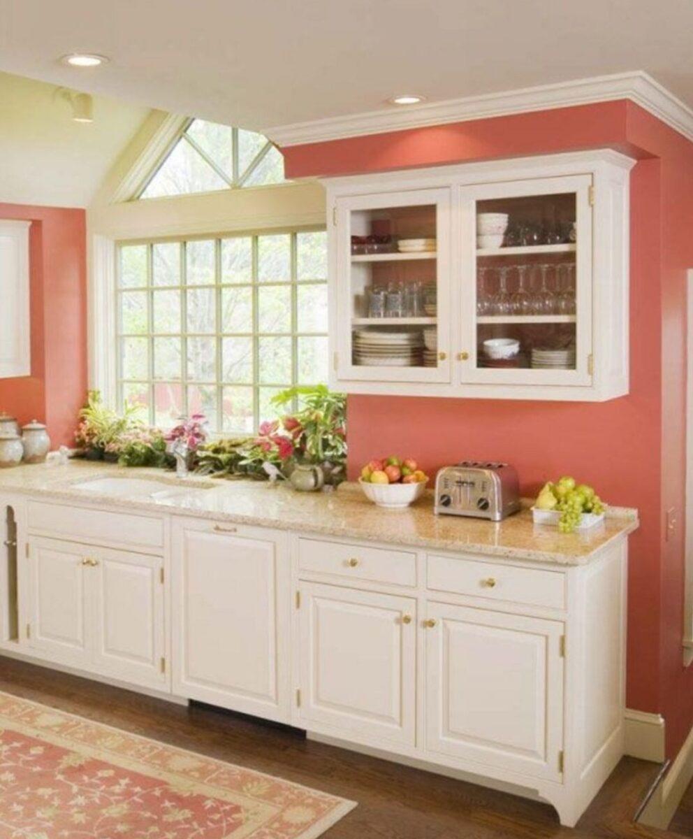 Cucina pareti color corallo