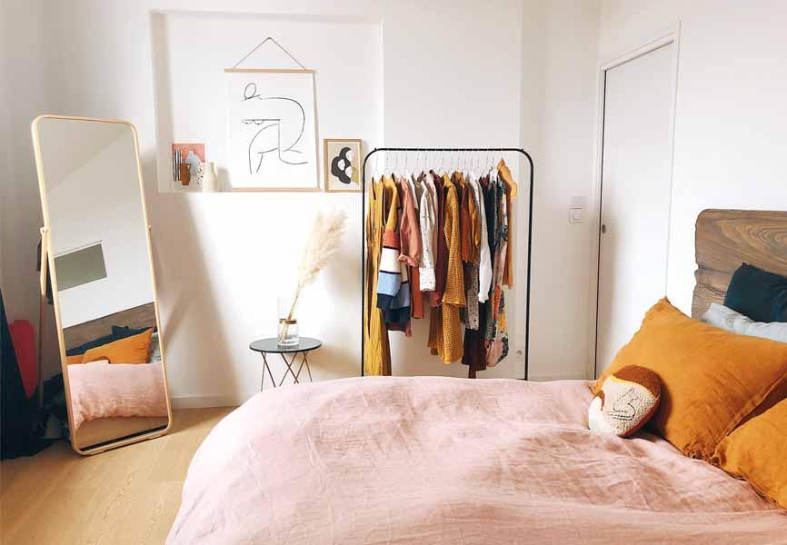 Dove mettere i vestiti senza un armadio: soluzioni per organizzarsi
