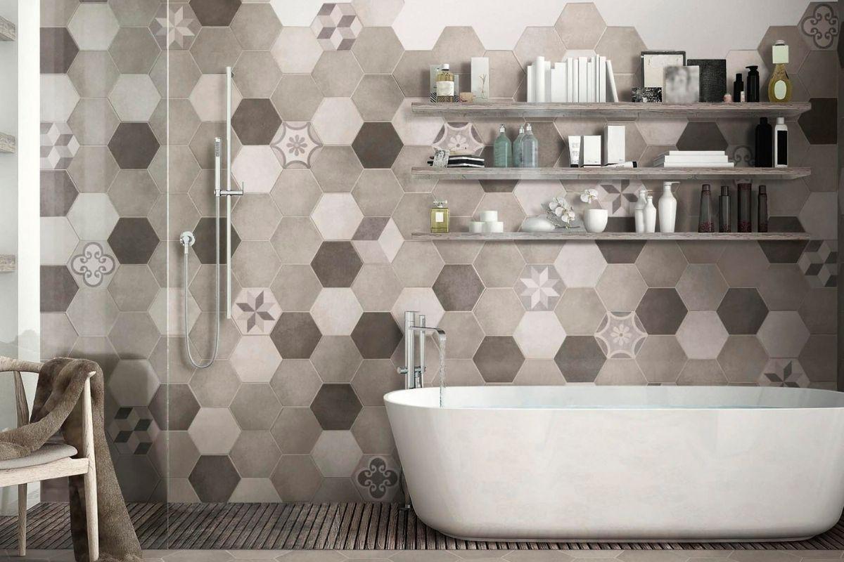 Come piastrellare il bagno: idee e consigli per la posa dei rivestimenti