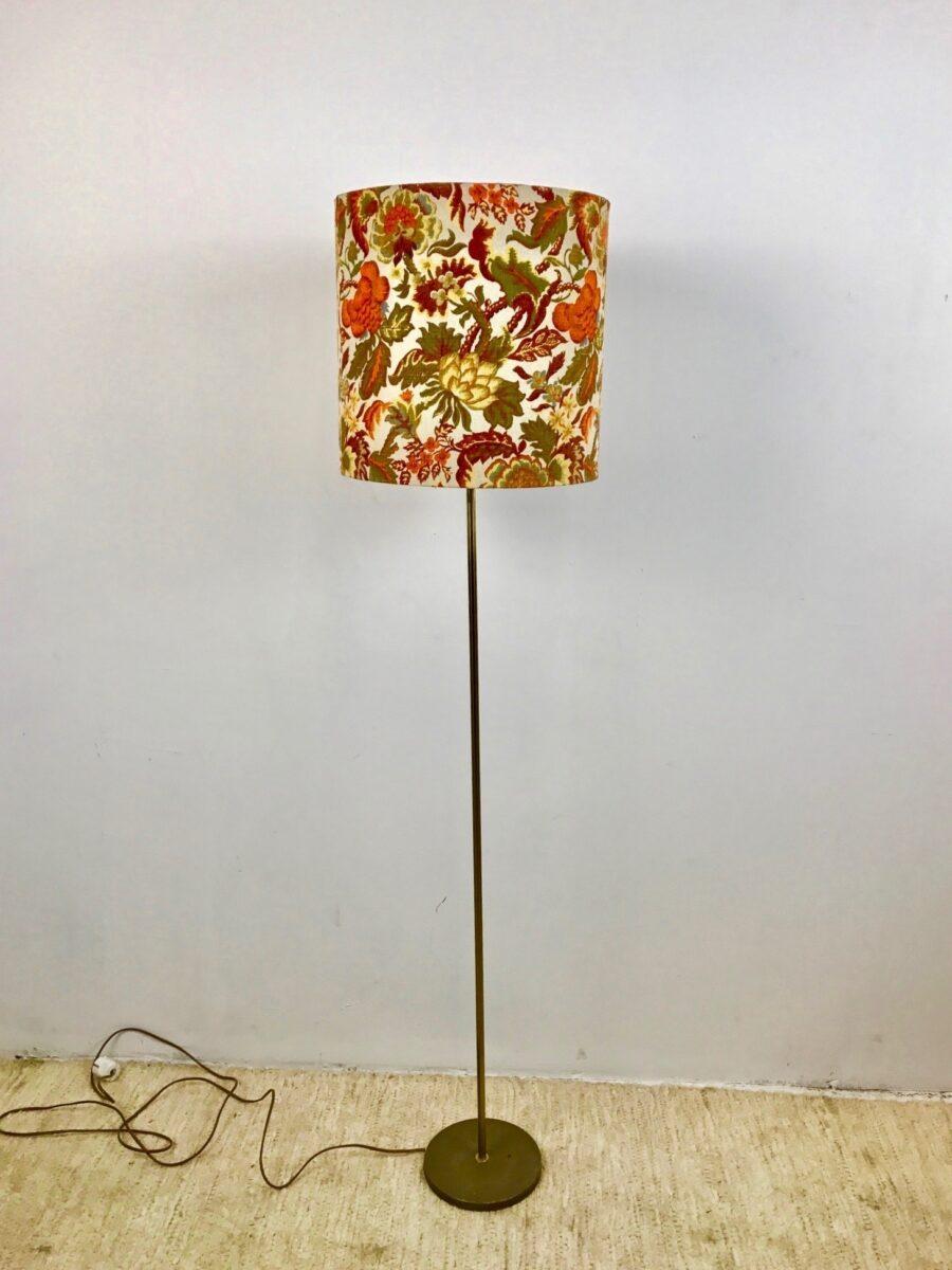 5-mobili-anni-70-in-casa-lampada